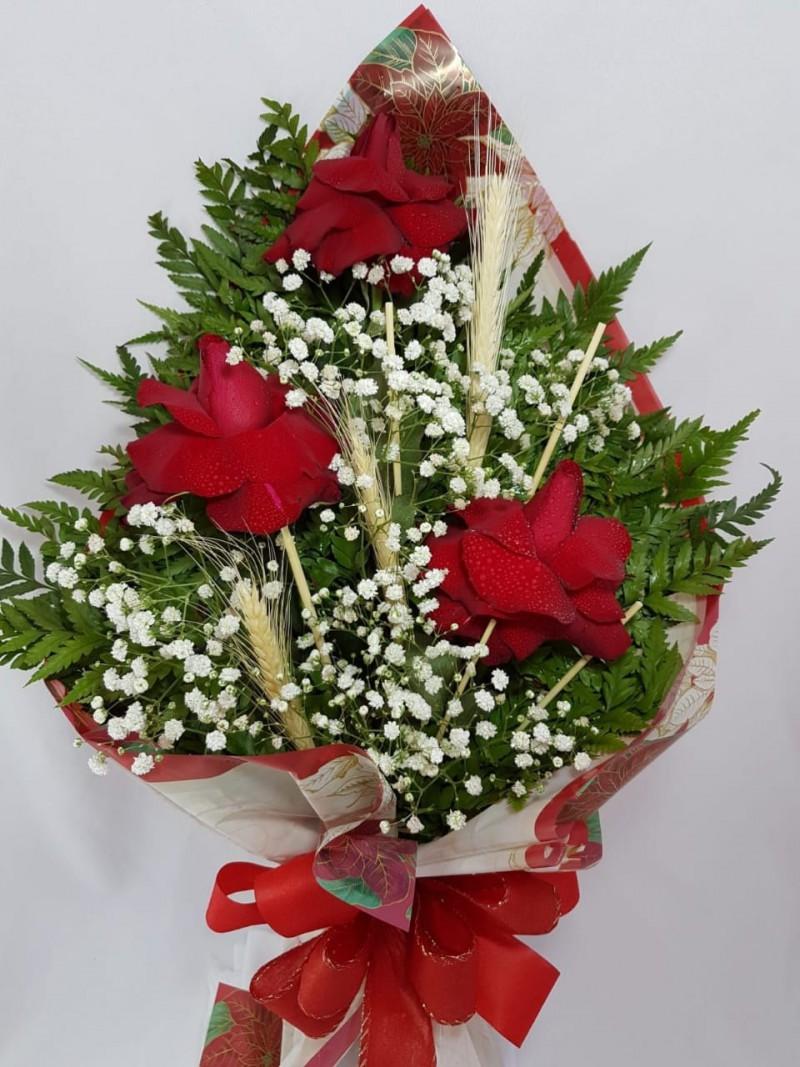 Buque com 3 rosas nacionais luxo