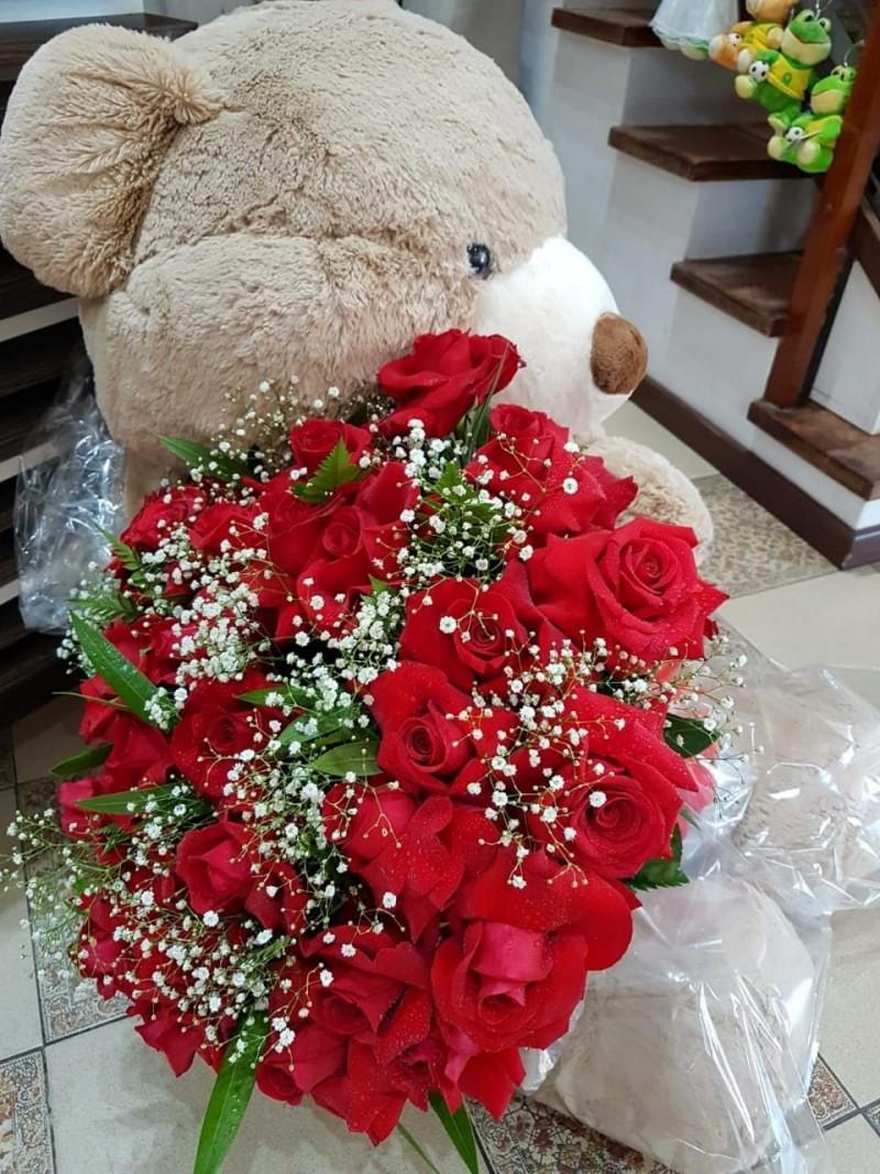 Buque com 30 rosas importadas mais urso de 1.50m