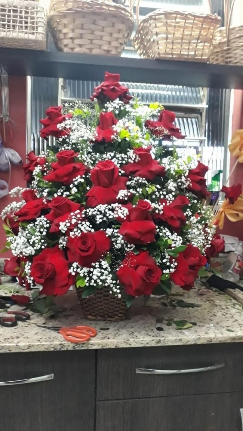Cachepo  com 20 rosas importadas