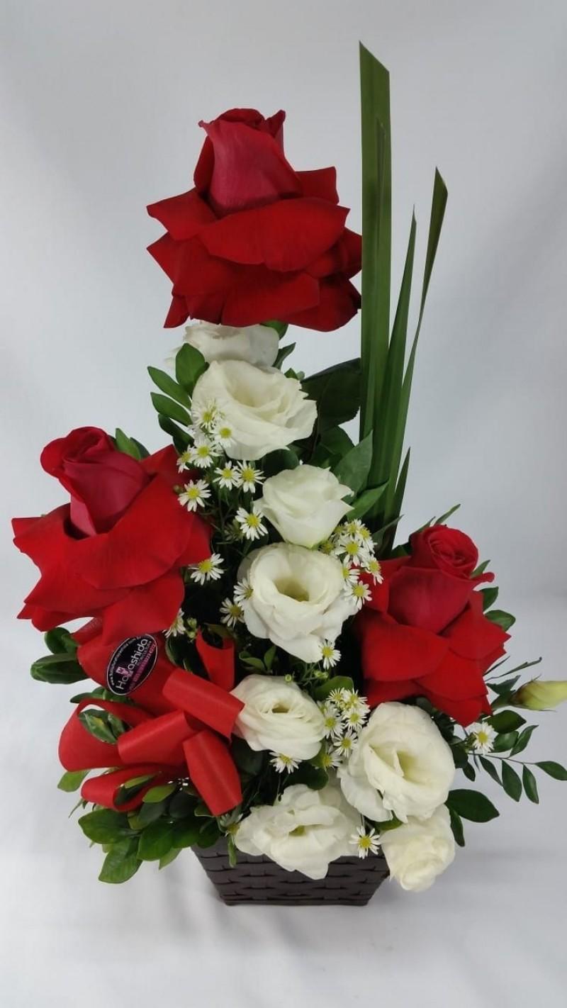 Cachepo com 3 rosas importadas