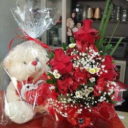 Sacole com três  rosas vermelha luxo
