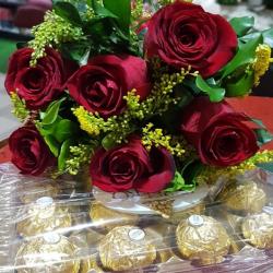 6 rosas vermelhas e ferrero rocher com 12 unidades