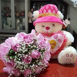 Buque com 10 rosas rosa e ursinho médio